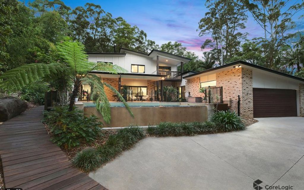 Spacious entertainer with pool overlooking bush surrounds