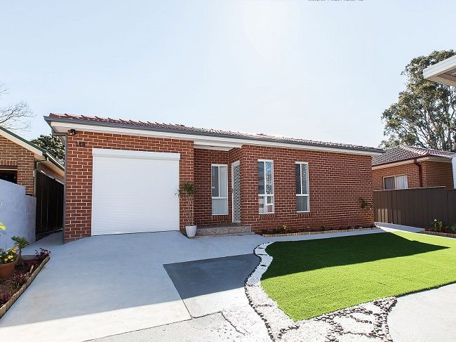 Immaculate near new spacious 2 bedroom full brick granny flat