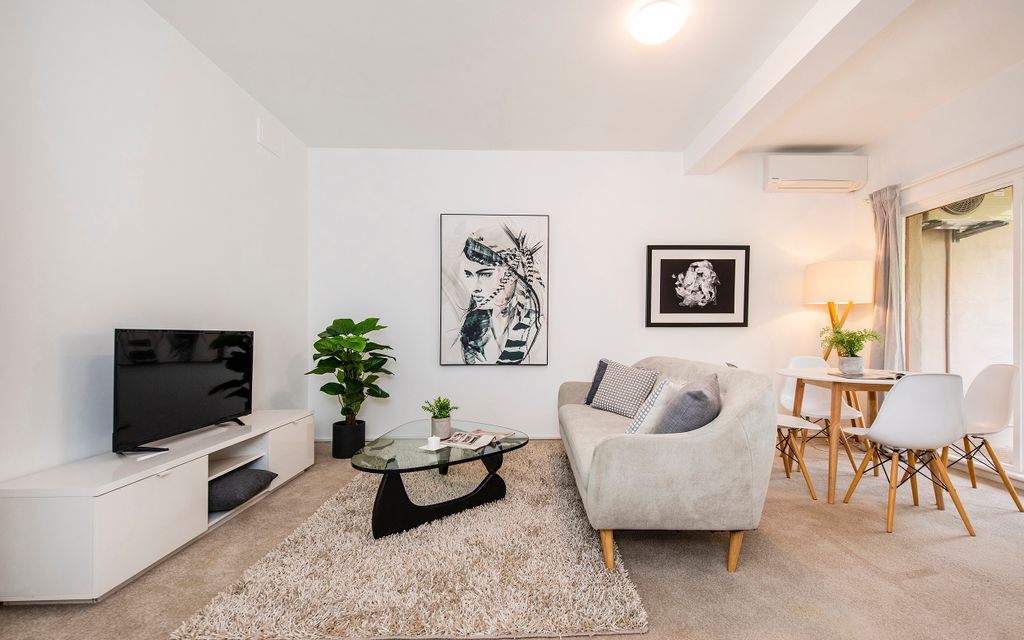 Renovated Character Apartment in Lifestyle Location