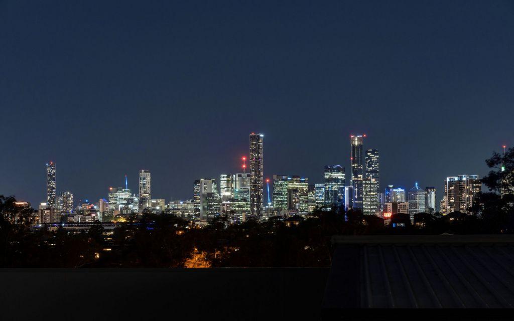 Idyllic Queenslander on a Massive 810m2 Block!