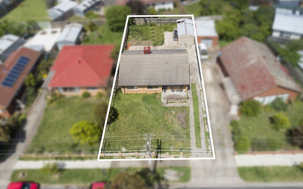 FHO or INVEST –  Fully renovated Family Home Located Opposite Parklands
