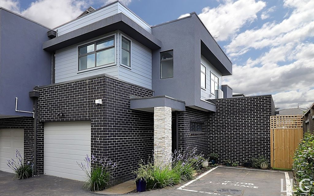 Convenient Lifestyle 2 Bedroom Townhouse in Rowville