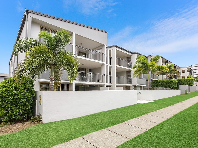Ground Floor, Huge Terrace, Superb Rental Return $455p/w