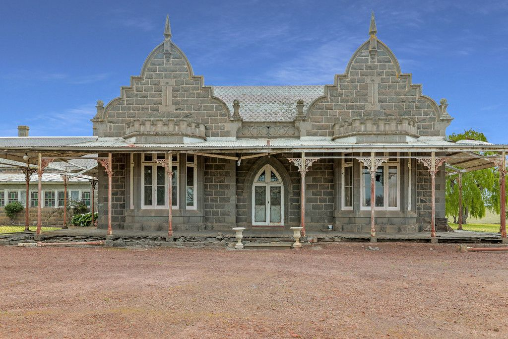 HISTORIC 'BERRAMBOOL'  –  AN OUTSTANDING 'GRAND RESTORATION' OPPORTUNITY.
