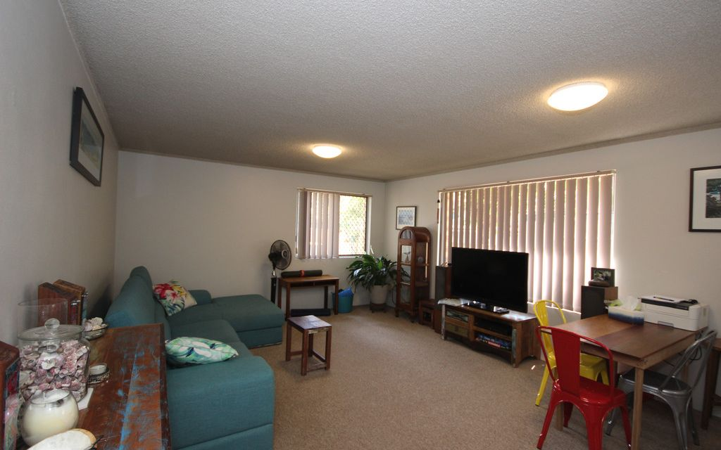 UNIT WALKING DISTANCE TO THE BEACH
