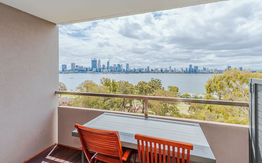 Superbly Appointed Riverfront Apartment