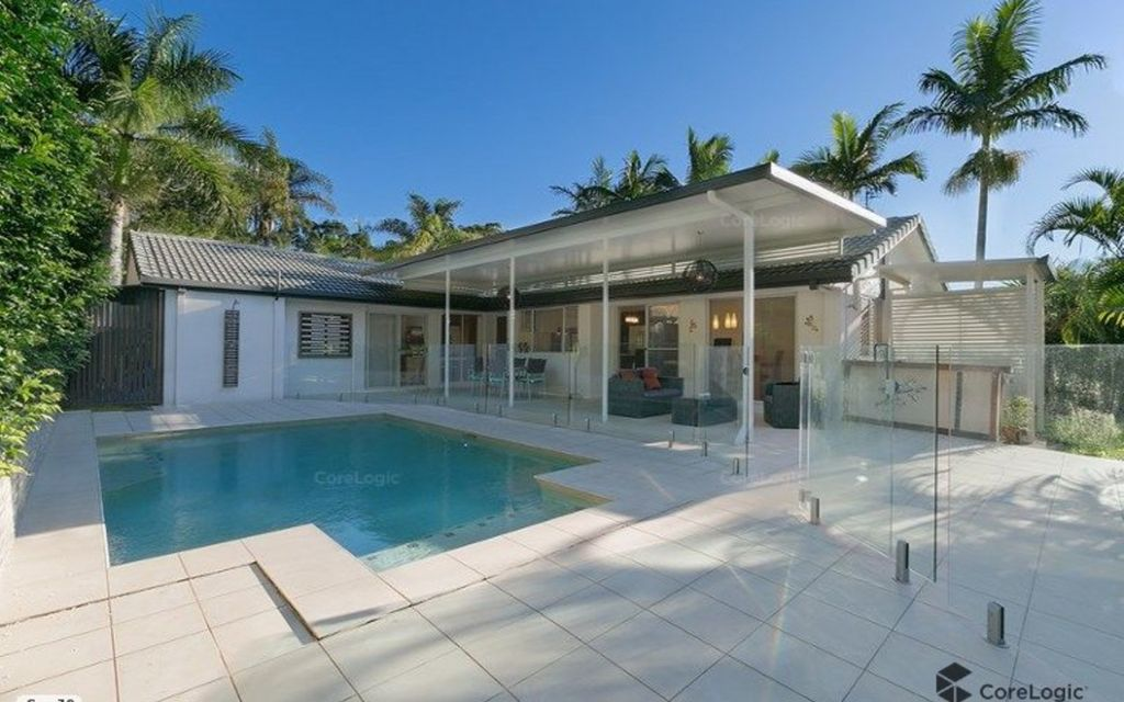 Contemporary family entertainer with sparkling pool