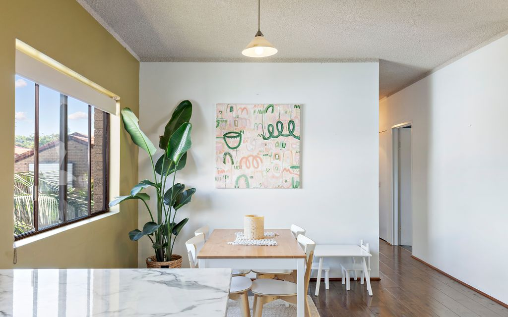 LARGE LIGHT-FILLED APARTMENT IN THE HEART OF TOWN