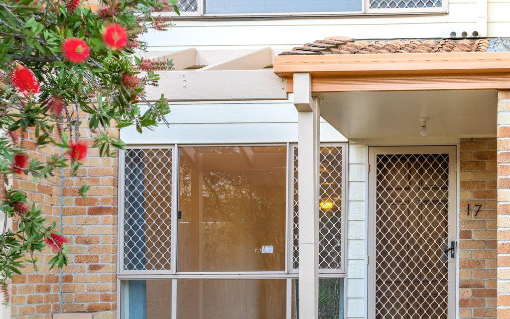BROCKWELL GARDENS 2 BEDROOM TOWNHOUSE – POOL IN COMPLEX