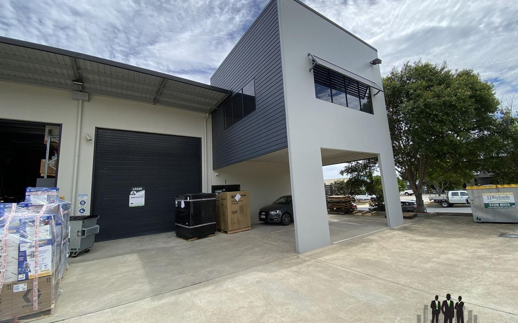 Well Presented Warehouse in Busy Location