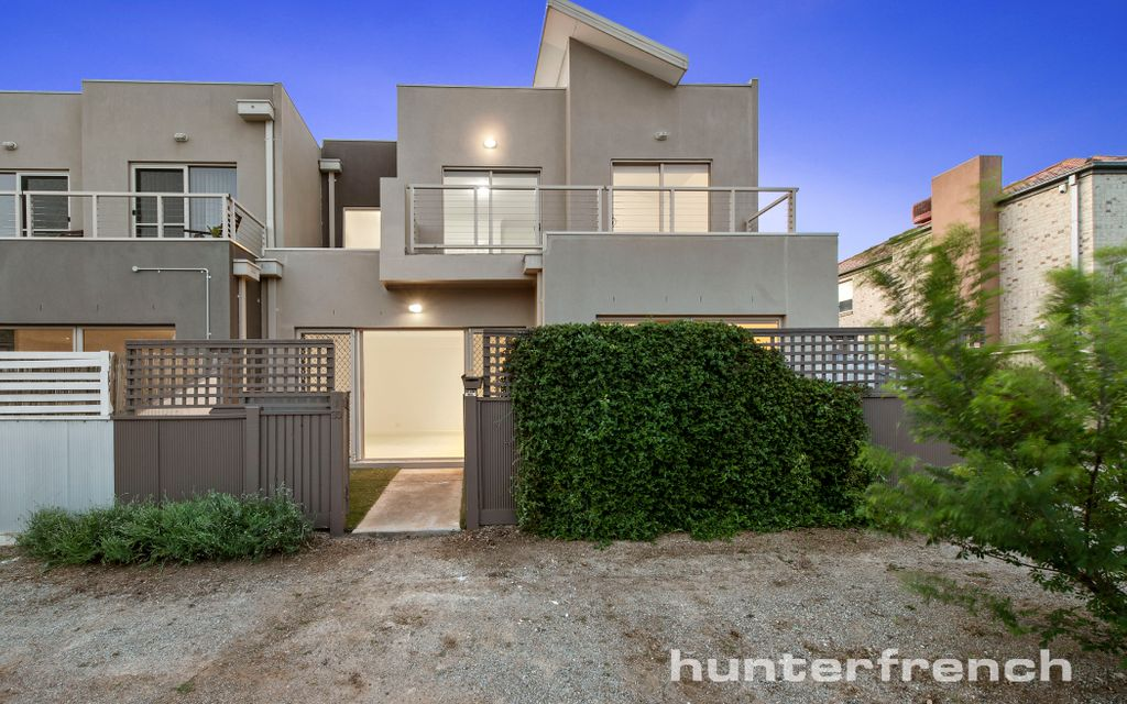 Low Maintenance Lifestyle, In the Heart of Caroline Springs!