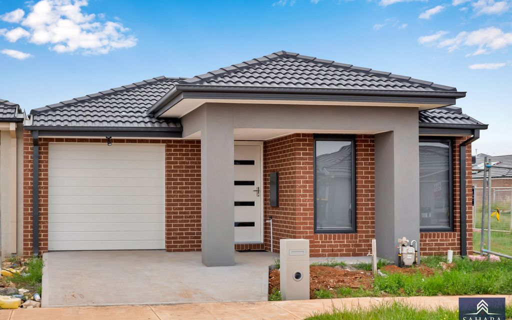 Brand New Home In the Heart of Rockbank
