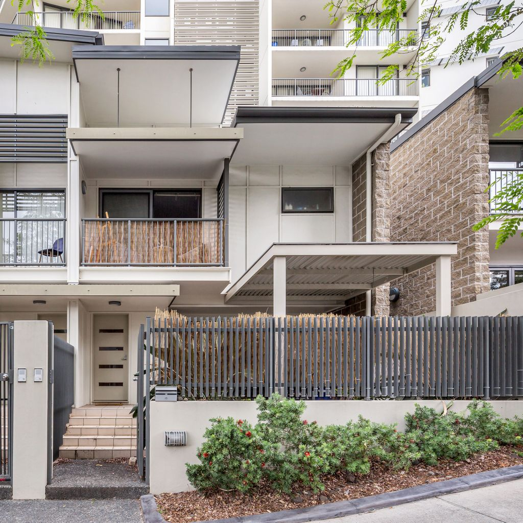 Modern and Spacious Townhome in Superior Location