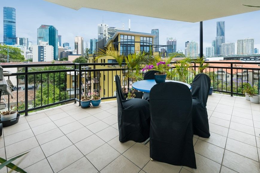 Must Be Sold! – Incredible Lifestyle Apartment with Full City Views