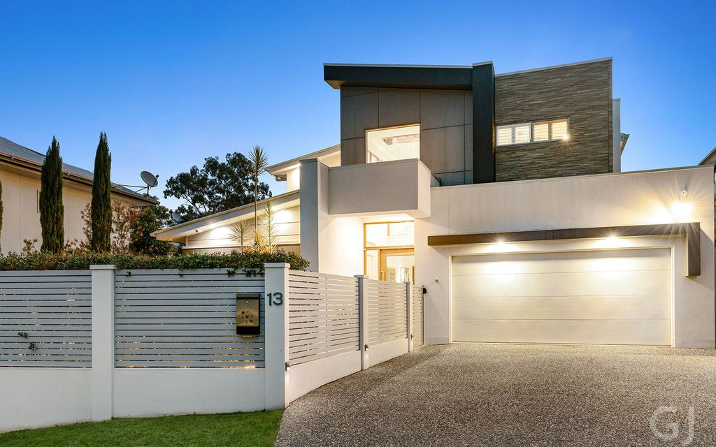 LUXURY HOME – STUNNING CONTEMPORARY IN MAISON RIVERSIDE