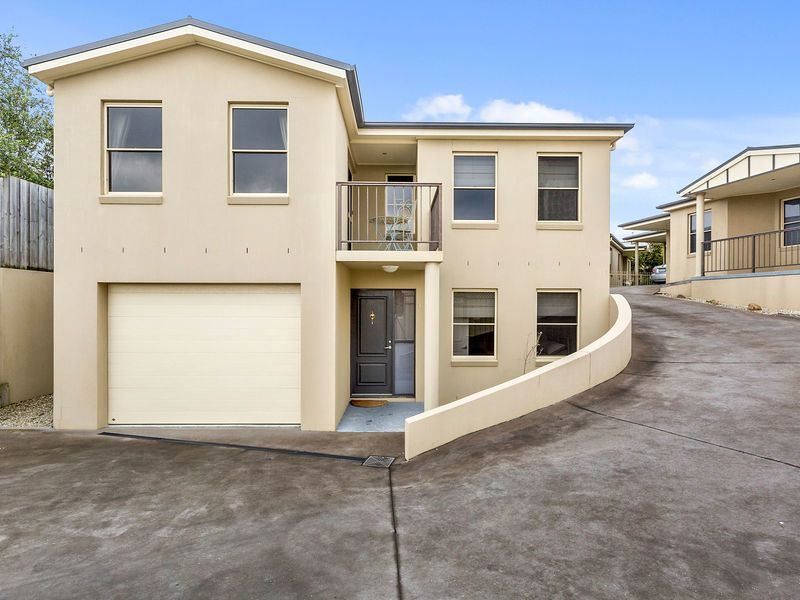 Neat and Tidy Townhouse – Great Location