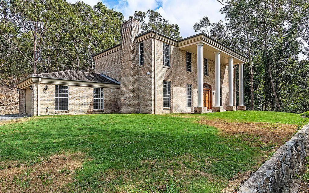 Stylish Huge Family Home – Old World Charm!!