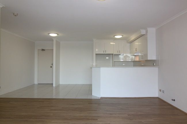 Renovated modern 2-bedroom apartment located within Ashton Square