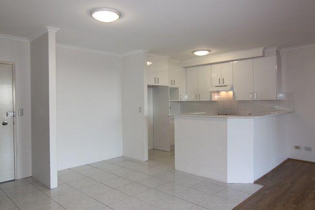 DEPOSIT TAKEN   Renovated modern 2-bedroom apartment located within Ashton Square