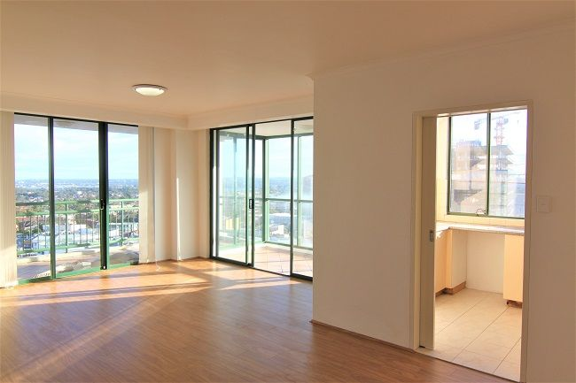 Renovated 2 bedroom apartment with floorboards, built-ins and air conditioning unit