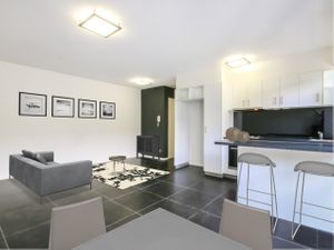 Modern Unit with Multiple Car Parks- Previous Rental Return of $390/week