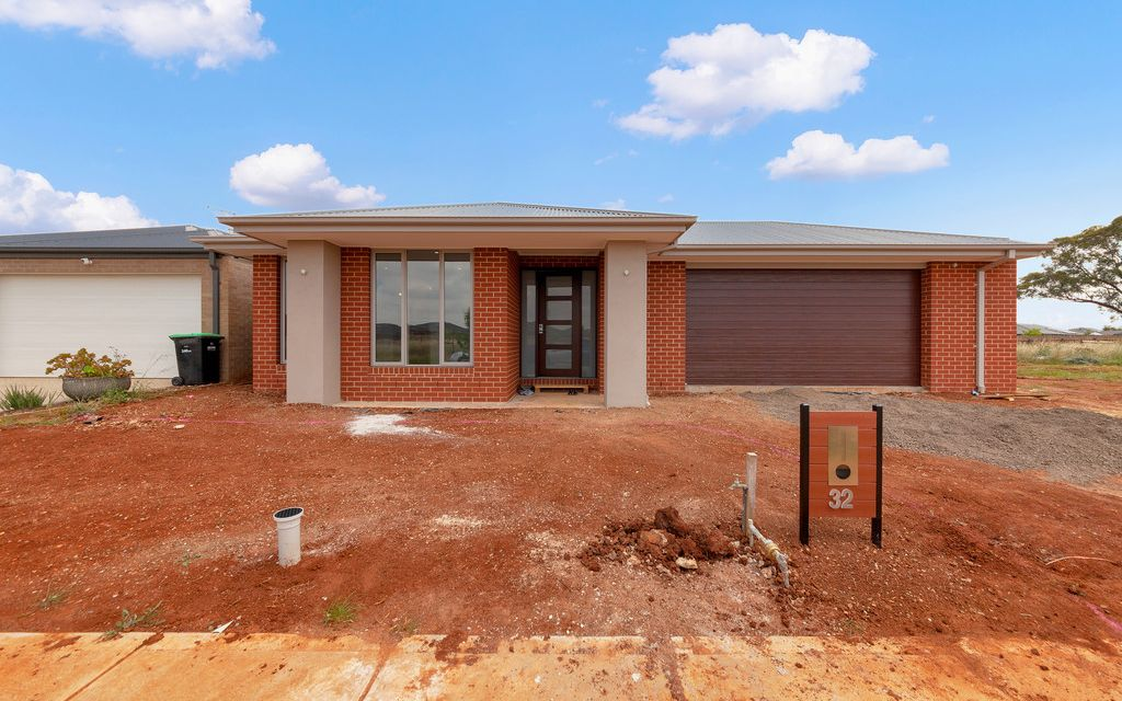 Spacious,Brand New Family Home,Perfect Location !!!