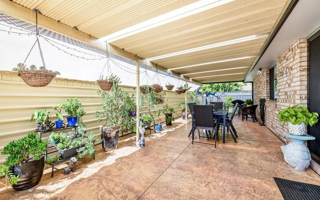 FANTASTIC FAMILY HOME WITH SPACIOUS OUTDOOR LIVING AND REAR YARD ACCESS FOR TRAILER, JETSKI OR SMALL BOAT