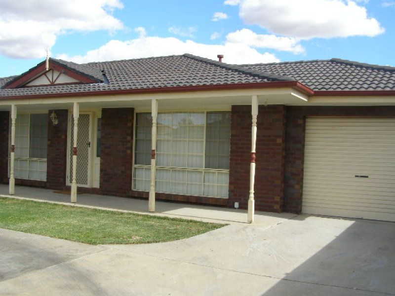 LARGE LIVING IN SOUTH SHEPPARTON