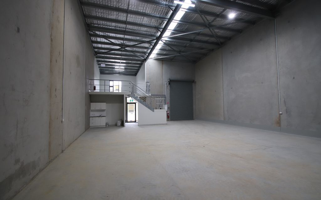 OVER 200 SQM OF WAREHOUSE WITH ADDITIONAL OFFICE SPACE