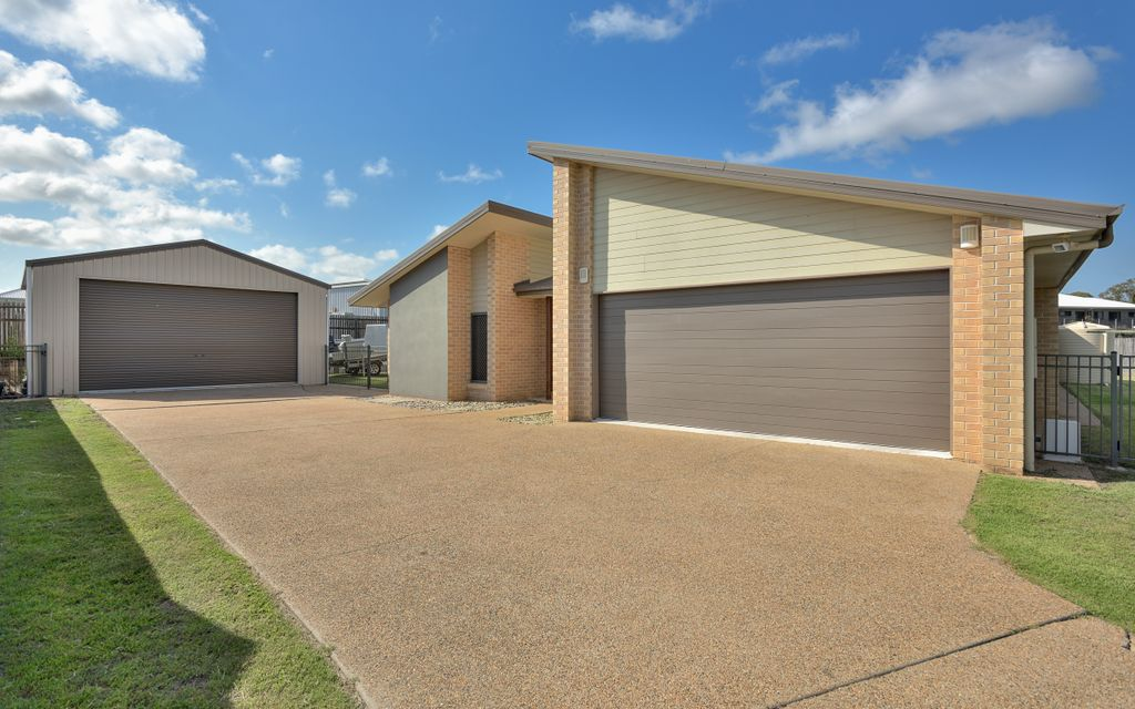 Lovely family home on 1500m2 block with shed!!