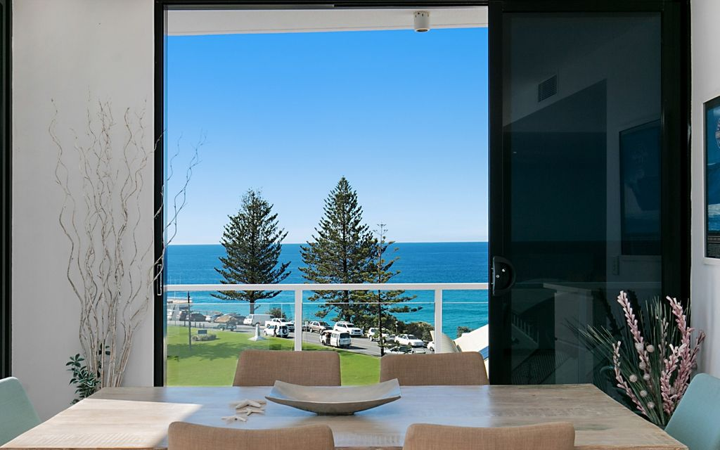 TWO PENTHOUSES IN ONE – RAINBOW BAY DURANBAH BEACH