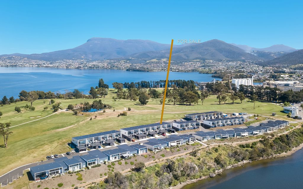 Serenity Now… Scenic near waterfront townhouse close to Hobart