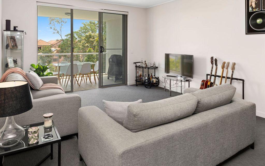 Modern Top Floor Apartment