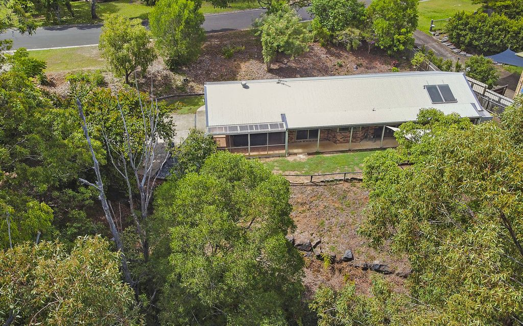 Private home set on a large 1157sqm block with bush surrounds