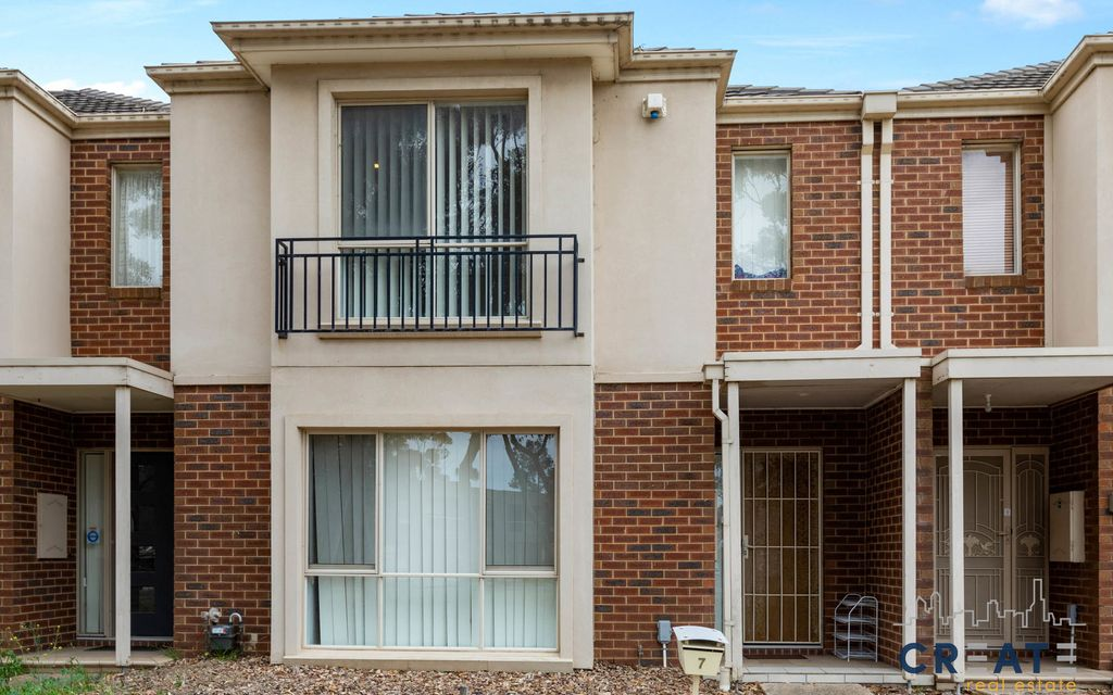 CHARMING TWO STOREY TOWNHOUSE