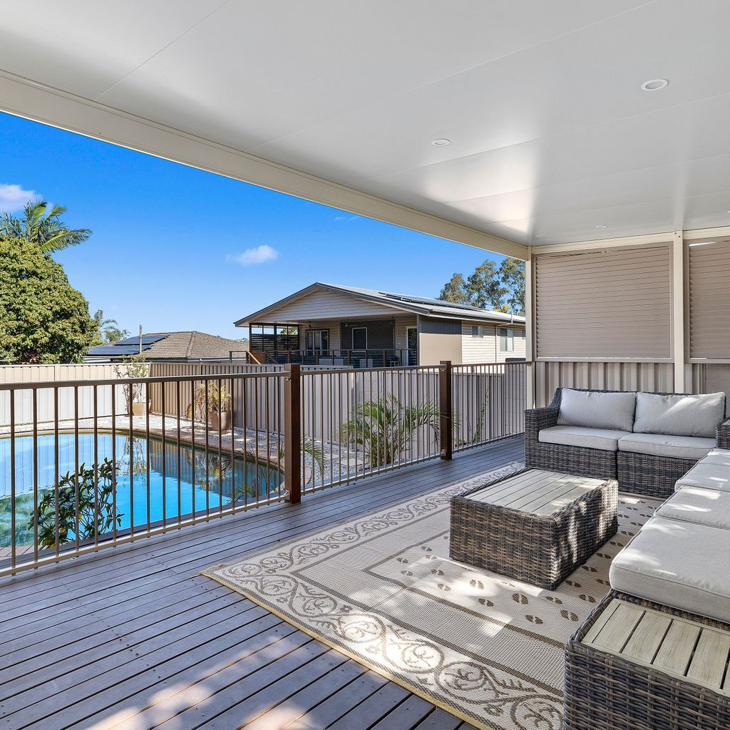 Immaculate Family Living with Poolside Entertaining