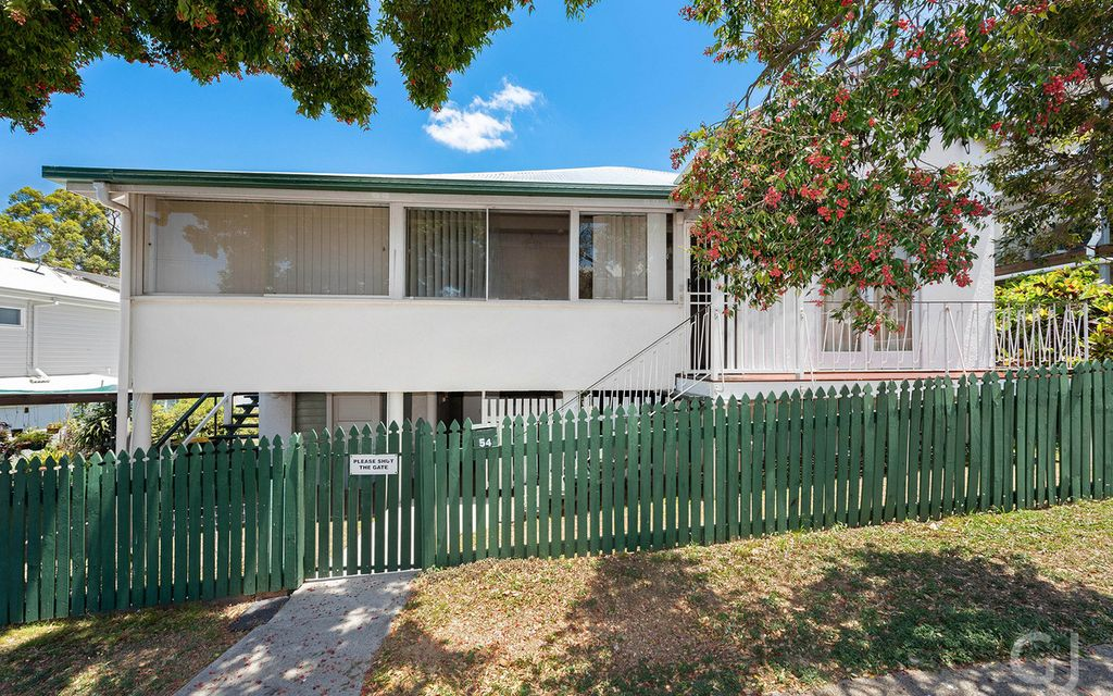 RENOVATOR HOME – Prime Windsor Position with Great Potential