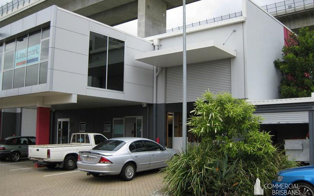OFFICE AND WAREHOUSE WITH BONUS 105 M2 YARD