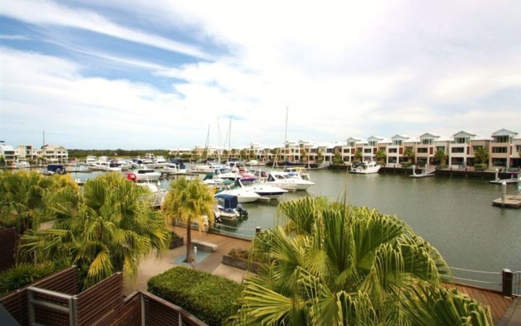 Coomera Waters- convenience with a view!