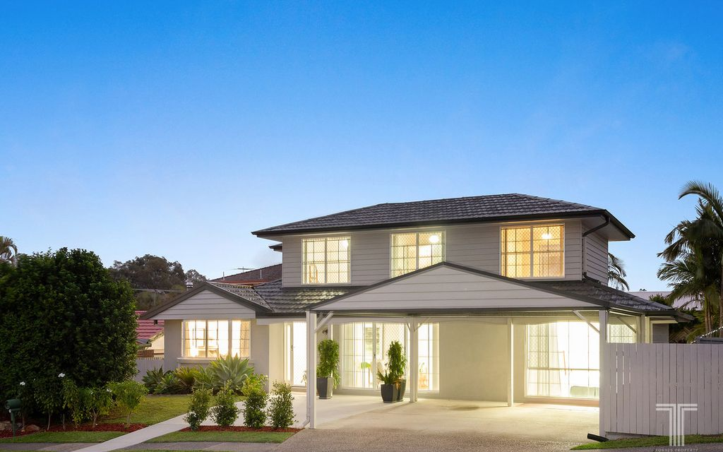 Family-Friendly Living 1km from Westfield Carindale