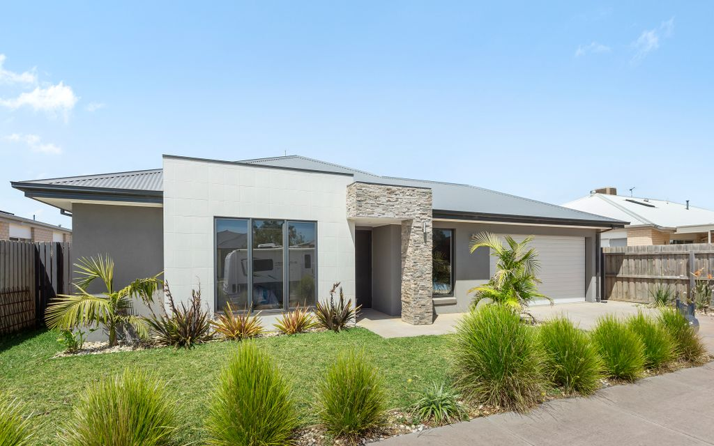 Large 34 square family home with the perfect outdoor entertainment setting
