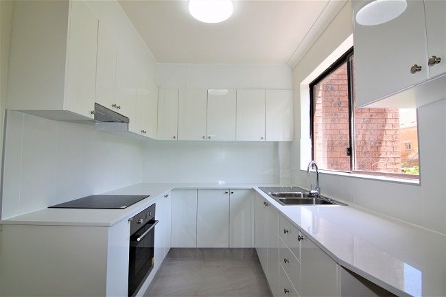 Renovated light filled 2-bedroom unit, new kitchen and bathroom