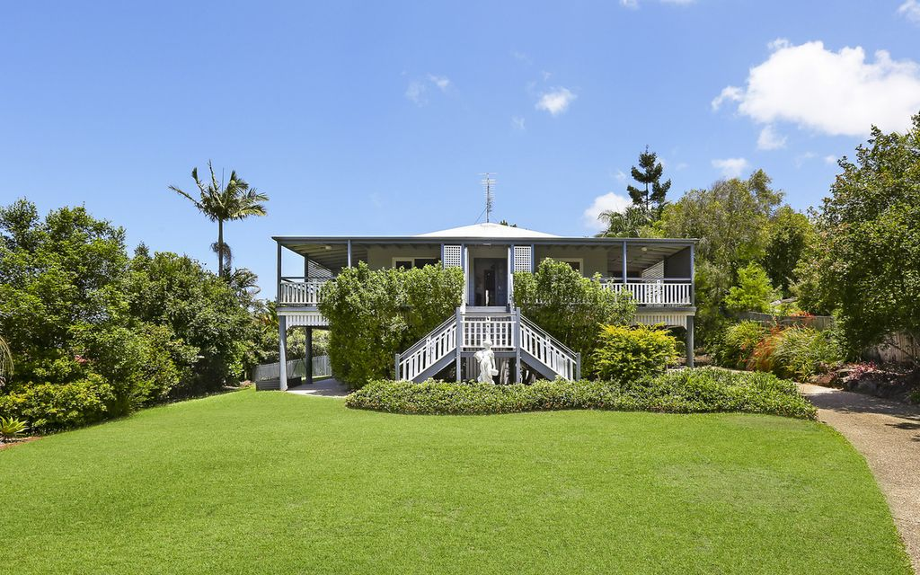 Traditional Queenslander with dual living in idyllic location