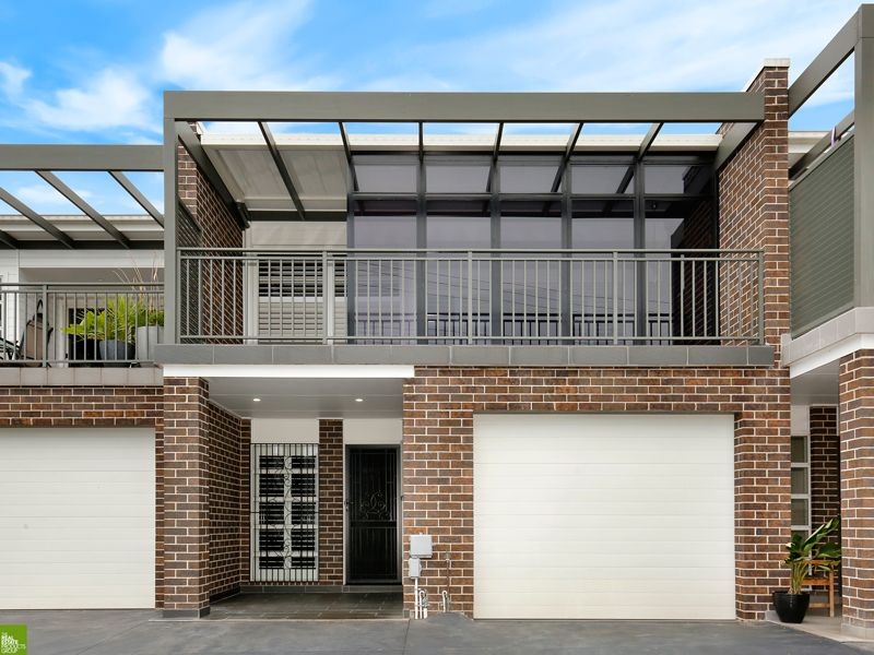 Stunning 3 bedroom townhouse with tandem garage
