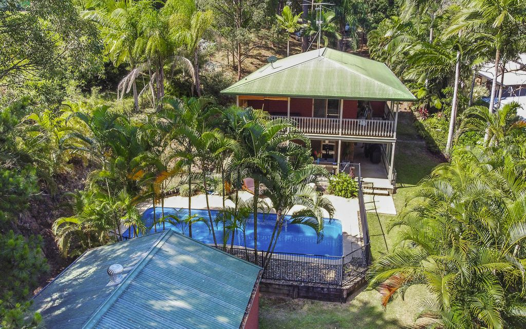 Charming character home on a large 2550m2 parcel with pool