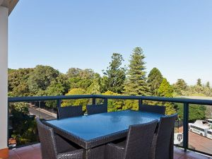 34608Spacious 2 Bedroom Unit In Great Location!