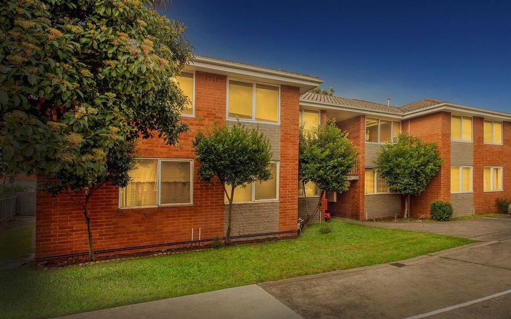 LOW MAINTENANCE APARTMENT IN A GREAT LOCATION!!