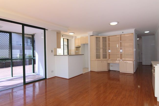 North-East facing 3-bedroom apartment with courtyard