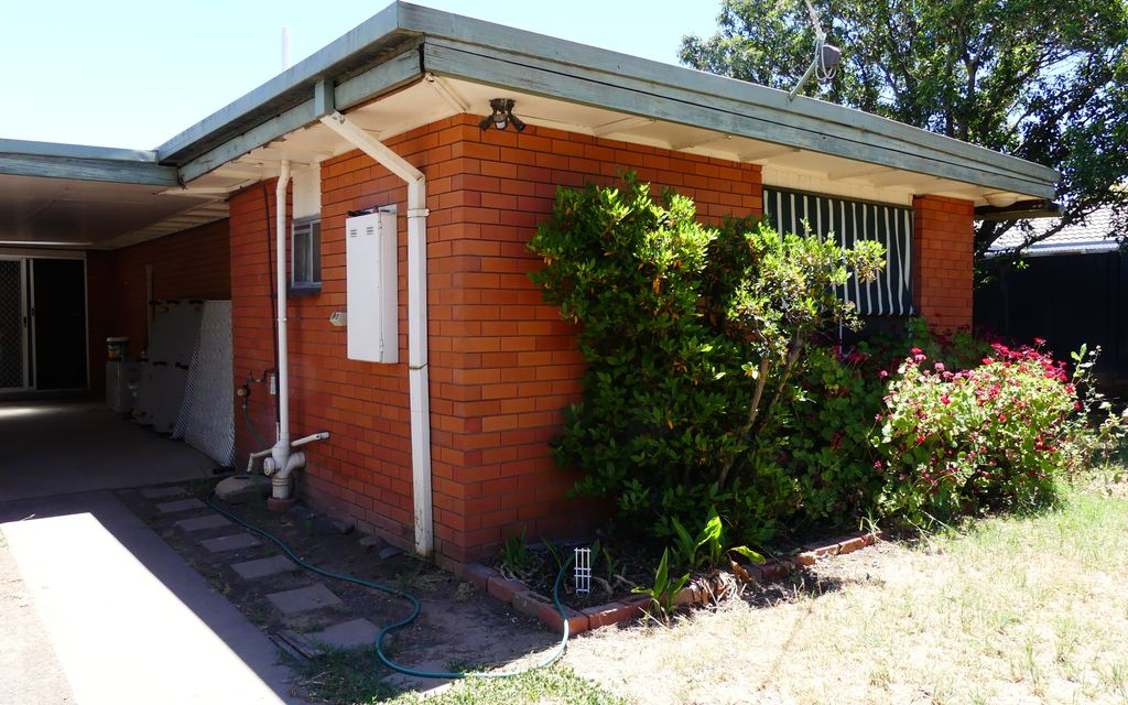 3 BEDROOM, 2 BATHROOM HOME IN CENTRAL SHEPPARTON