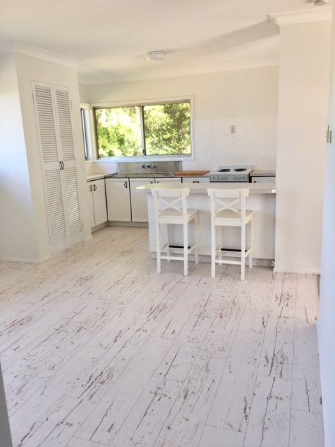 Beautiful timber floors & views to Moreton Bay.   Please email your enquiry to the agent….. trish@redlandsrealty.com.au